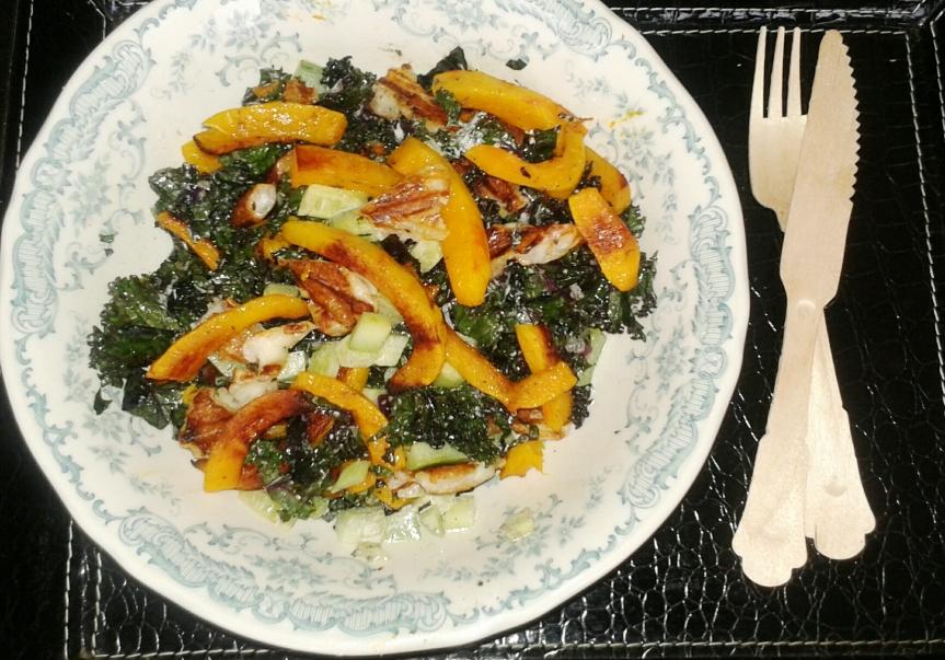 Boerenkool salade met gegrilde pompoen &halloumi